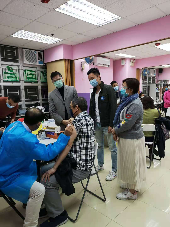 2020年12月18日在顯徑中心請醫生為會員注射流感疫苗(2)